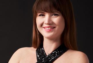 Lisa - professionelle Pianistin