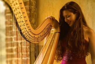 Cecilia - Harp, perfect instrument to create the atmosphere for your event