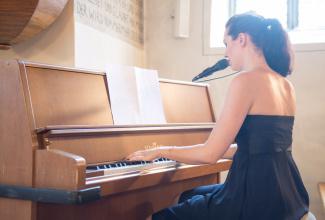 Nyna Dubois - Professionelle Eventängerin mit eigener Pianobegleitung (Pop/Jazz/